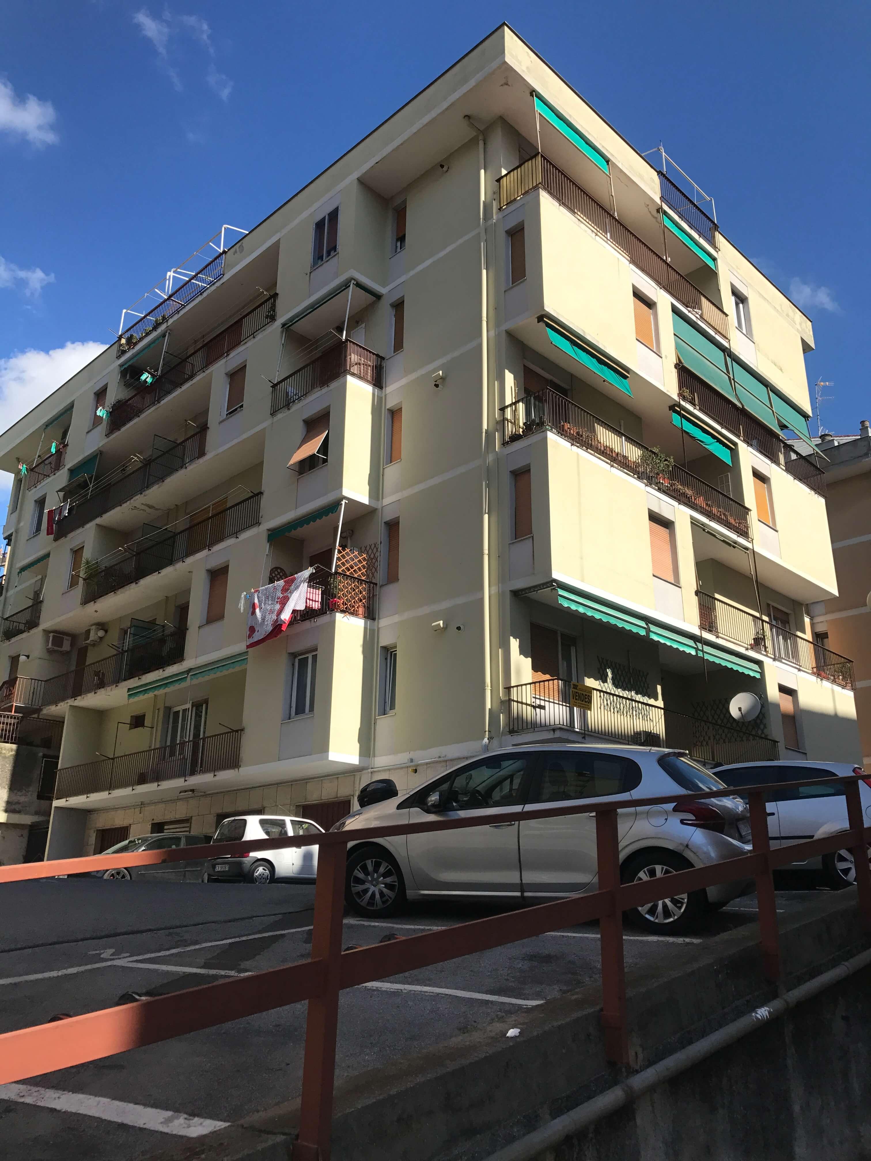 Arredo Bagno Genova Sestri Ponente.Genova Sestri Ponente Vendesi 7 Vani Con Posto Auto
